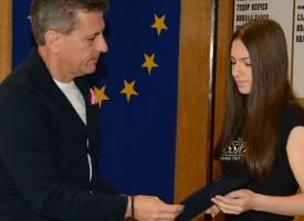 Кметът Тодор Попов награди Гергана Павлова и Михаела Златанова за отличия от Държавния шампионат