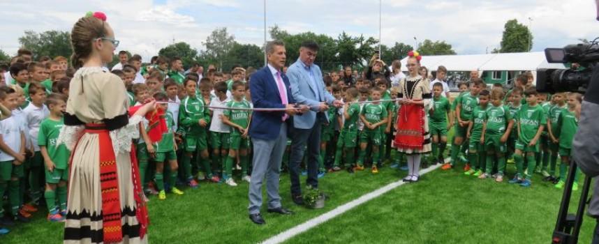 Боби Михайлов: Да ви върви по вода на новото игрище