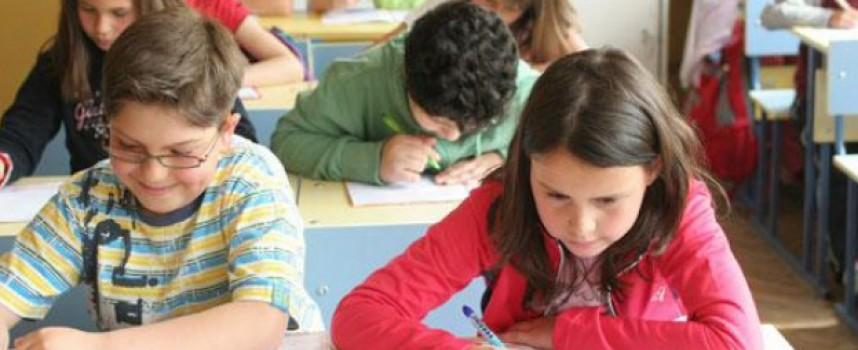 """Малките матури: Днес диктовка, на 14-и май – задачи, на 16-и изпит по """"Човек и общество"""""""