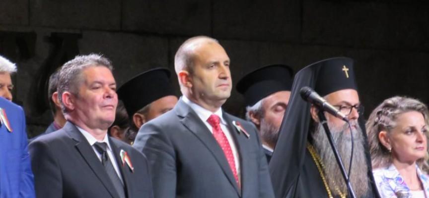 Румен Радев: Обявяването на Независимостта на България е нагледен пример как с воля, единство и решителност нашият народ може да бъде господар на съдбата си