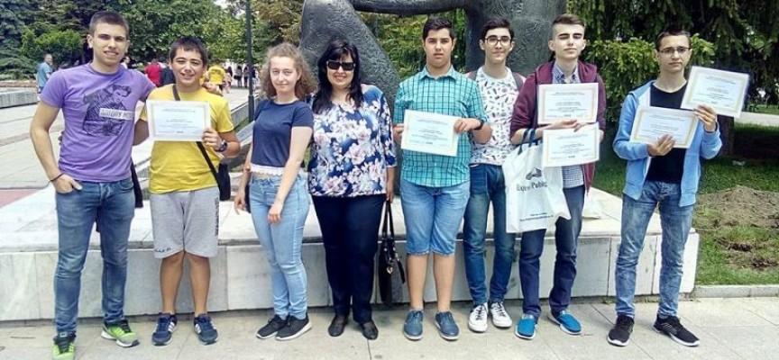 """Ученици от ПМГ """"К.Величков"""" с отлично представяне на Национална олимпиада по информатика"""