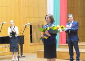 Кметът Тодор Попов връчва днес наградите на учители и културни дейци