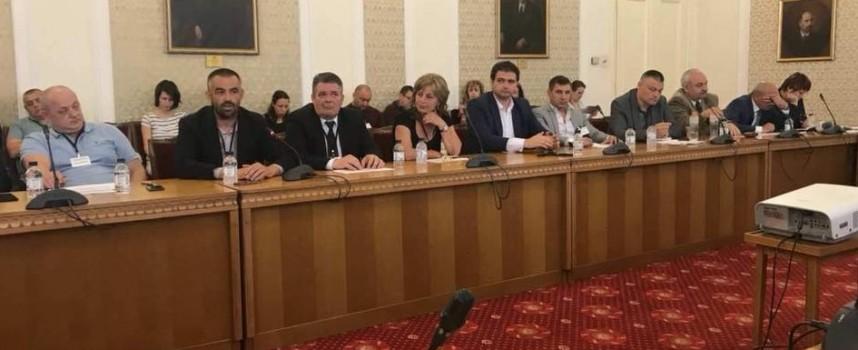 Проблемът на розопроизводителите влезе в Парламента