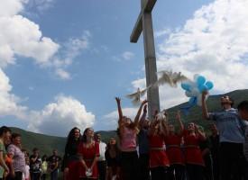 На Свети Дух: Константийският епископ Яков освети кръста над Ветрен дол