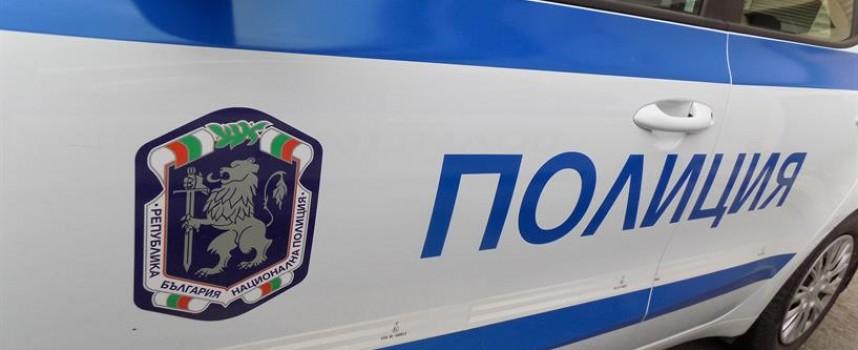Пиян на пътя наръфа полицай, прибраха го за хулиганство