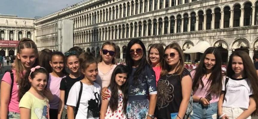 """Чудесниците от """"Чудесия"""" с фотосесия във Венеция на път за Мадрид"""