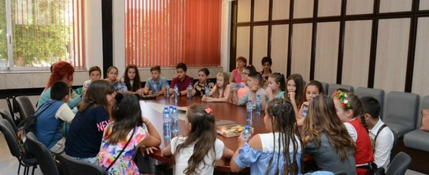 """Четвърти """"В"""" от НУ""""Отец Паисий"""" стана Клас на годината, пътува до Музея на хляба в Копривщица"""