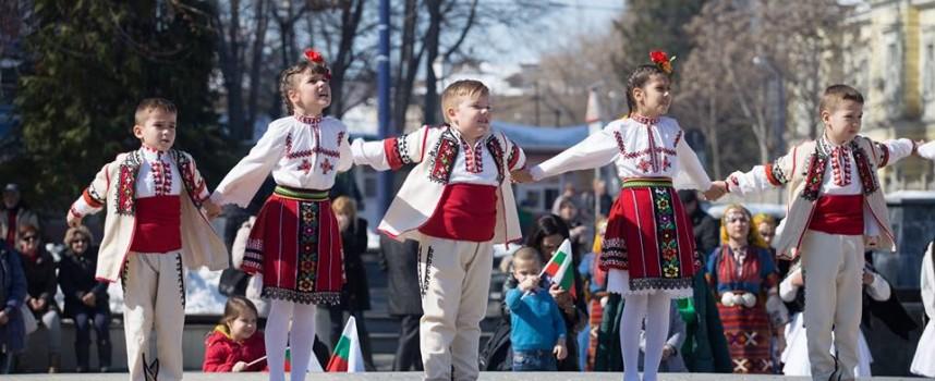 Тодор Попов: Честит празник!  Да ни закрилят Светите равноапостоли Елена и Константин!