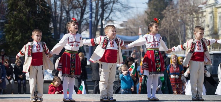 На Лазаровден и Цветница: Фолклорни празници на площада