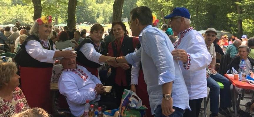 Пенсионерите от общината се надпяваха на Добра вода