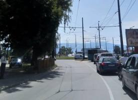 Скъсана жица затапи кръговото на моста на Марица