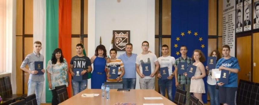 Кметът награди отличниците от Националната олимпиада по математика