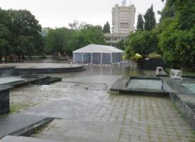 След пороя: 19 наводнени сгради и паднали дървета