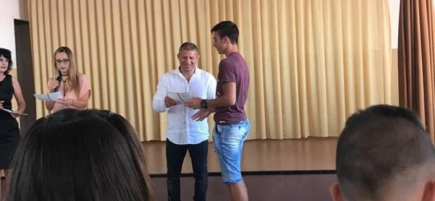 Световният шампион Георги Георгиев връчи удостоверенията на седмокласниците в Спортното