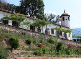 В Дебращица: Почитат Света Неделя със събор