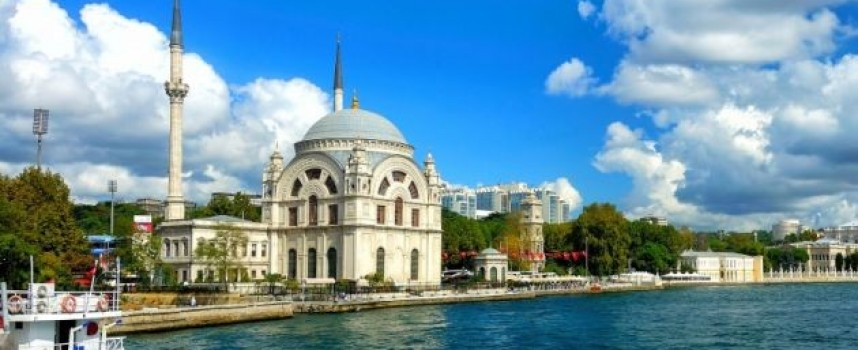 На почивка у комшиите с кола: Знаете ли пътните правила за Турция?