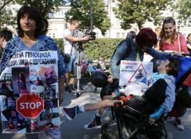 УТРЕ: Майките на деца с увреждания ще посрещат депутатите с черни знамена