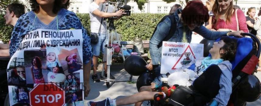 """За 14 дни: Над 2 000 подписа събраха майките от """"Подай ръка и подкрепи"""", в понеделник на протест в София"""