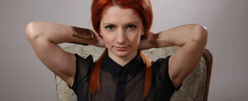"""Стрелча: Яна Огнянова играе """"Жената е странно животно"""" в петък"""