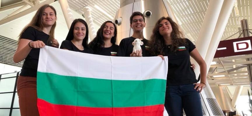 В Чехия: Елия Панчова и Пламен Тотев от Езиковата представят България на турнир по дебати