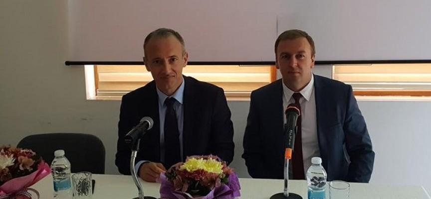 Министър Вълчев обеща още един училищен автобус за децата в община Сърница