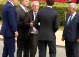 Жан – Клод Юнкер стана за резил, яви се почерпен на срещата на НАТО