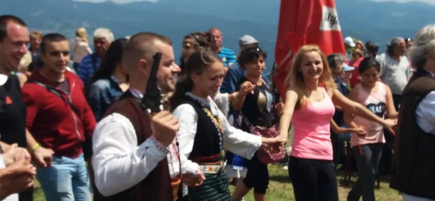 Гайдар направи предложение за брак на приятелката си на надсвирването