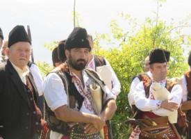 Веселина Бабаджанкова води гайдарското надсвирване, жури прослушва изпълненията