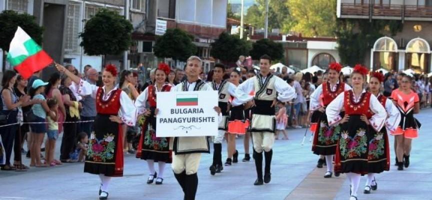 """Фестивалният огън на """"Пъстър свят"""" лумна в Панагюрище, """"Чудесия"""" с приз и 1000 лв за награда"""