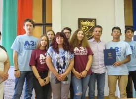 Младшите посланици на Европейския парламент с награда за отлични резултати