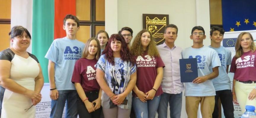 Мария Габриел и Теодор Стойчев идват в Пазарджик за национално състезание на училища посланици на Европарламента
