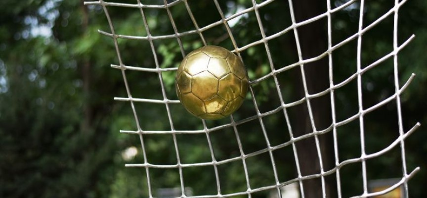 Отбелязваме 100 години футбол със скулптура на Острова