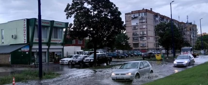 Пазарджик пак стана море, обичайните места са силно наводнени