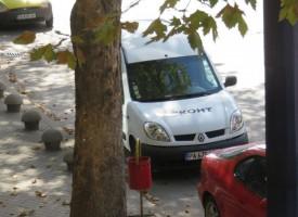 Служебна кола на Еконт подлуди адвокати и застрахователи