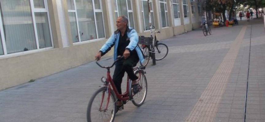 Читателска връзка: Велосипедисти тероризират пешеходците в центъра!
