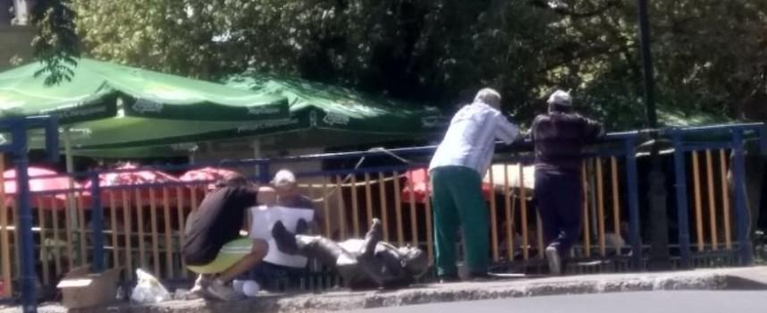 Пазарджик: Ремонтират статуята на Нерон в деня на майстора