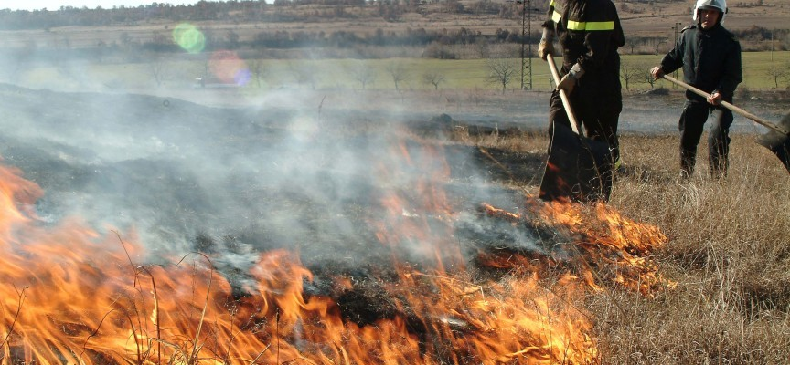 Ракитово: Пожар унищожи 370 кв.м плевни, 800 бали сено, фураж и дърва за огрев