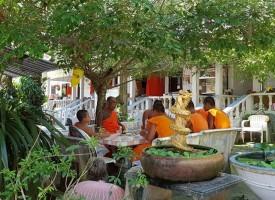 """Клуб """"Пътешественик"""": Да похлопаш на вратата на Далай Лама"""