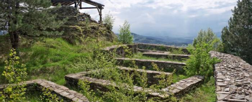 Какво е хапвал деспот Алексий Слав в крепостта Цепина през XII век?
