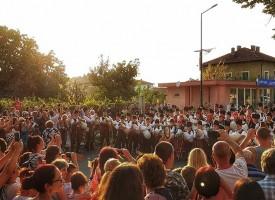 100 каба-гайди извиха глас в центъра на Септември