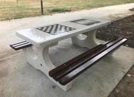 Маси за тенис и шах вече има и в парк Писковец