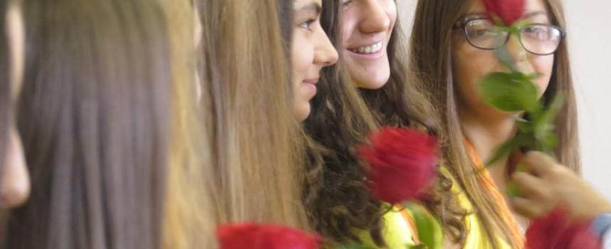 Алени рози и парична премия за мажоретките спечелили световна титла