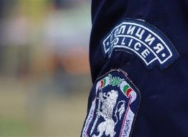 Пещера: Арестуваха брациговец метнал стол по патрулка