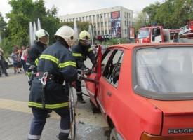 Средно пет пъти в денонощие летят пожарни, днес е празникът на огнеборците