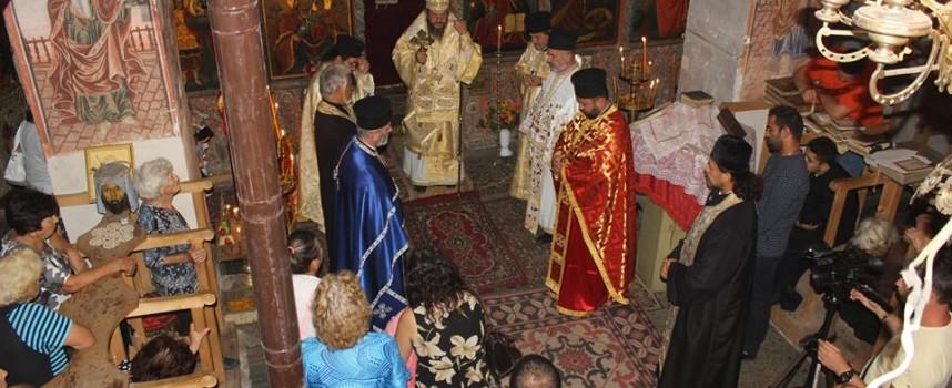 Църква на 200 години, бижуто е национален паметник на културата и се намира в Карабунар