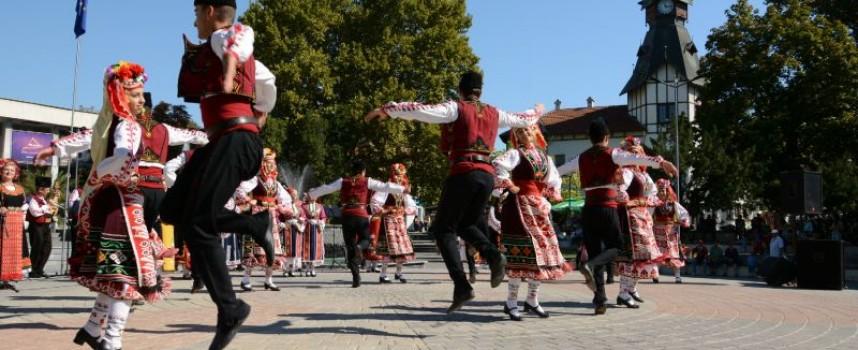 """Пазарджик: С пищен концерт на пл. """"К.Величков"""" посрещнахме 110 г. от обявяването на Независимостта"""