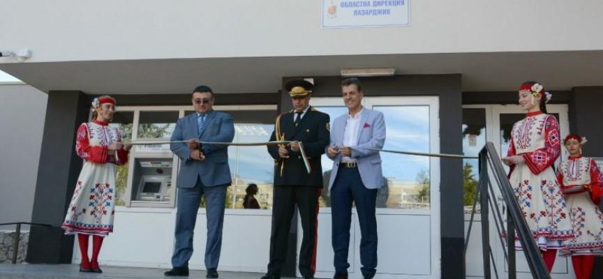 Министър Младен Маринов, губернаторът Стефан Мирев и кметът Тодор Попов откриха обновената сграда на полицията