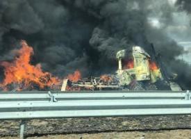 Камион с тоалетна хартия пламна на магистралата между Пловдив и Пазарджик