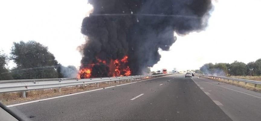 В пожара на магистралата са изгорели два ТИР-а, има обходен маршрут
