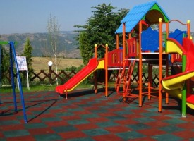 По заповед на комисар Рогачев: Проверяват детските площадки в областта